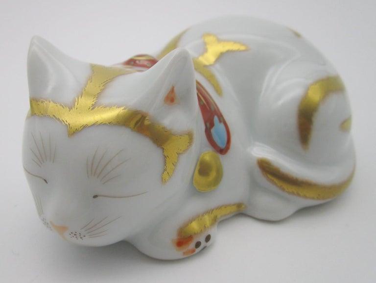Contemporary Japanese Imari Gilded Porcelain Sleeping Cat by Kisen Kiln For Sale 1