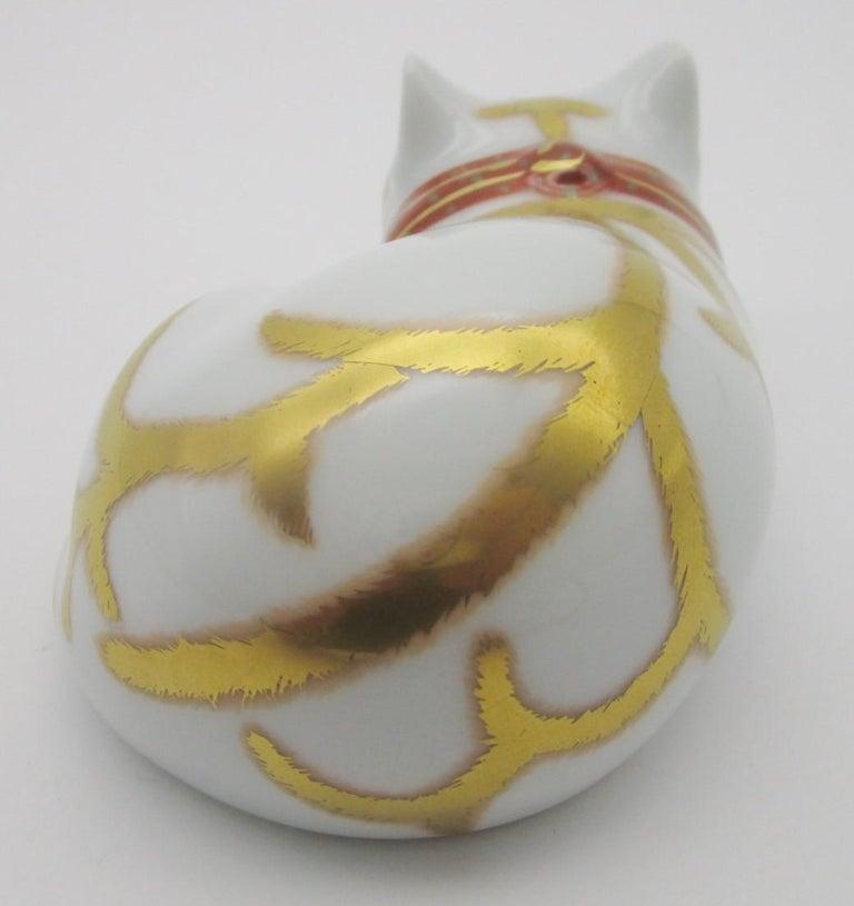 Contemporary Japanese Imari Gilded Porcelain Sleeping Cat by Kisen Kiln For Sale 4
