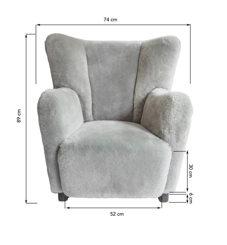 Contemporary Jolene Armchair in Grey Sheepskin Midcentury Scandinavian Inspired In New Condition For Sale In London, GB