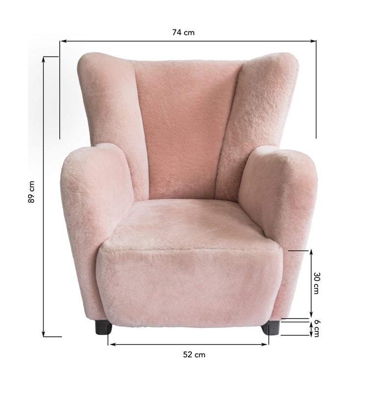 Contemporary Jolene Armchair in Pink Sheepskin Midcentury Scandinavian Inspired In New Condition For Sale In London, GB