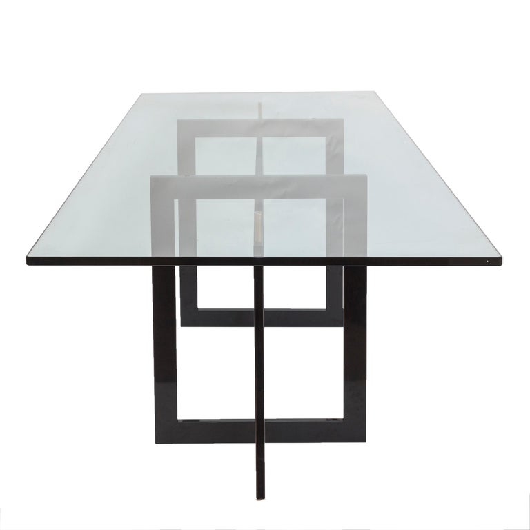 The high Jonathan table features a tubular metal 20 x 60 mm frame, epoxy coated in glossy black color. Variable colors for the frame upon request.