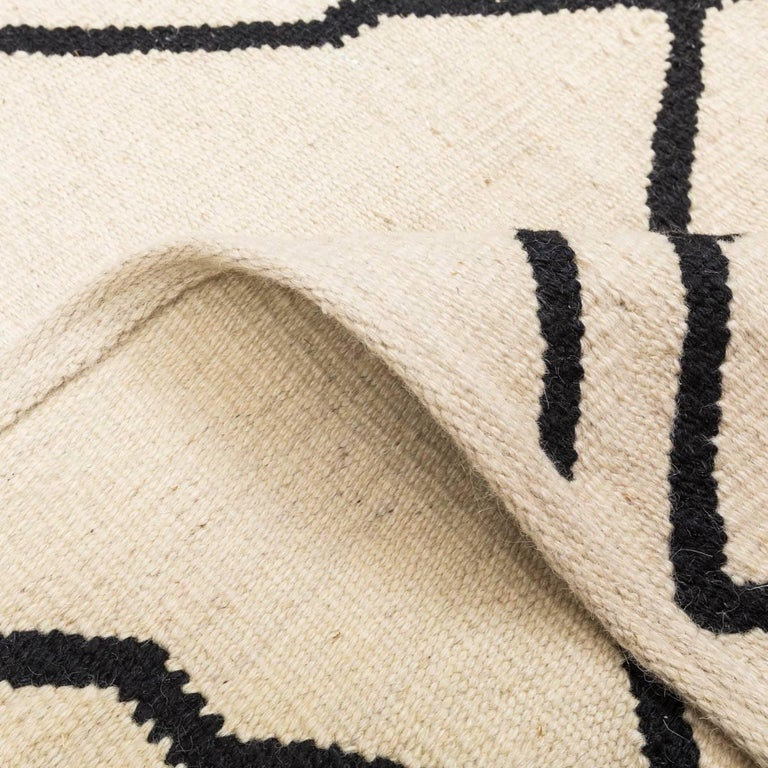 Contemporary Kilim, Bereber Design over Black and Beige Color In Excellent Condition In MADRID, ES