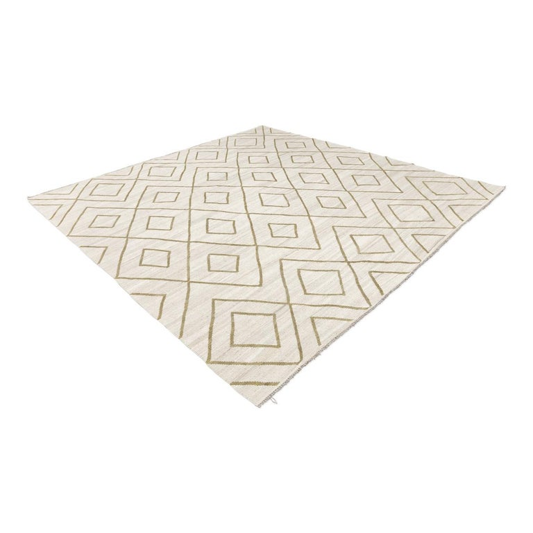 Contemporary Kilim handcrafted in the craft workshops that the Zigler firm has in Pakistan - Made with aged wool. - Its design is a reinterpretation of the rugs of the North Atlas of Morocco. This type of rugs are a sample of the popular art of
