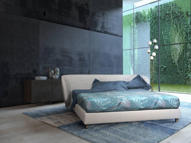 Contemporary Leather Bed, Handmade in Italy, Customizable In New Condition For Sale In Milano, IT