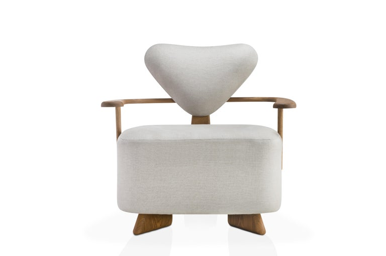 The Giraffe lounge chair was designed with soft curves and slender, but with volume, bringing comfort and elegance. The base structure was thought with three feet. The upholstered seat and backrest accompany the language of curves inspired by the