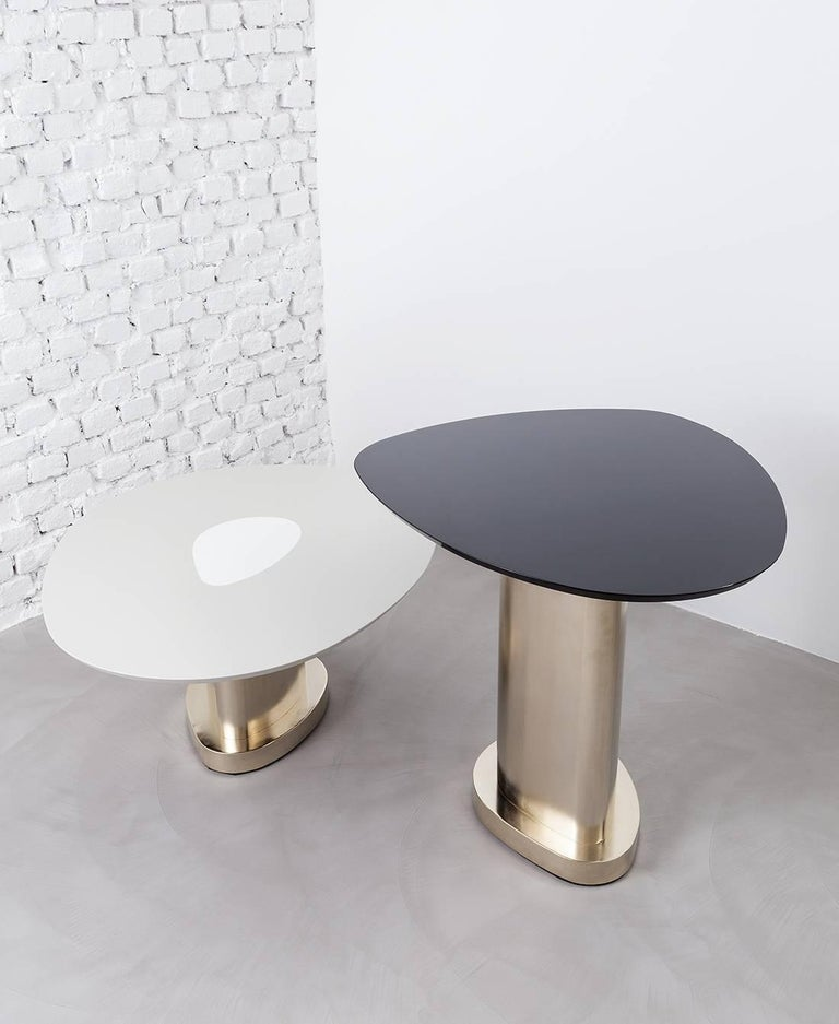 Born together, twins share a union which makes them similar and unique at the same time. The two Twins tables combine the coherence of their forms with tones that are both dominant and soft at the same time, which creates a perfect balance without