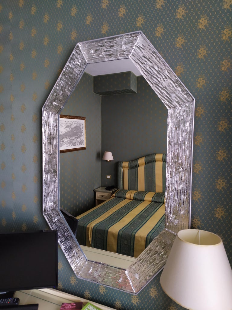 Contemporary Mirror, in Murano Glass Silvering Frame, Handcrafted, Made in Italy For Sale 1