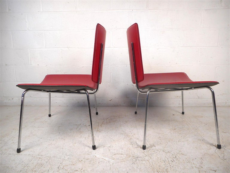 Mid-Century Modern Contemporary Modern Italian Chairs, a Pair For Sale