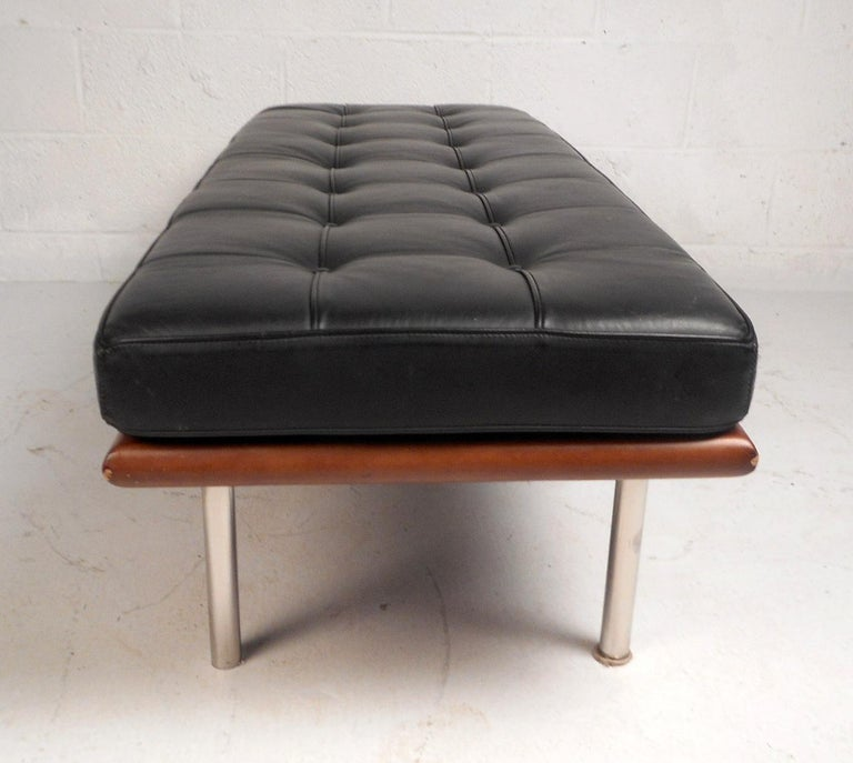 Contemporary Modern Leather Bench In Good Condition For Sale In Brooklyn, NY