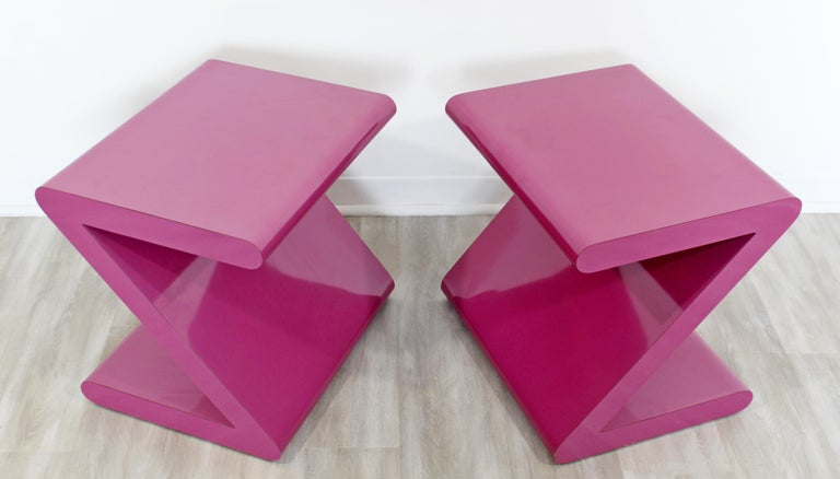 Contemporary Modern Pair of Acrylic Z-Shaped Side End Tables 1980s Pink In Good Condition For Sale In Keego Harbor, MI