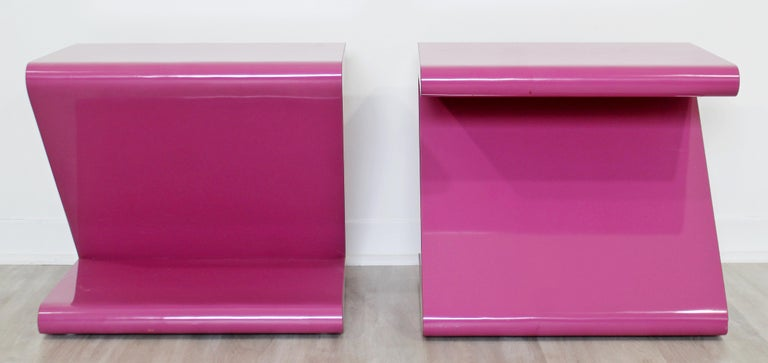 Late 20th Century Contemporary Modern Pair of Acrylic Z-Shaped Side End Tables 1980s Pink For Sale