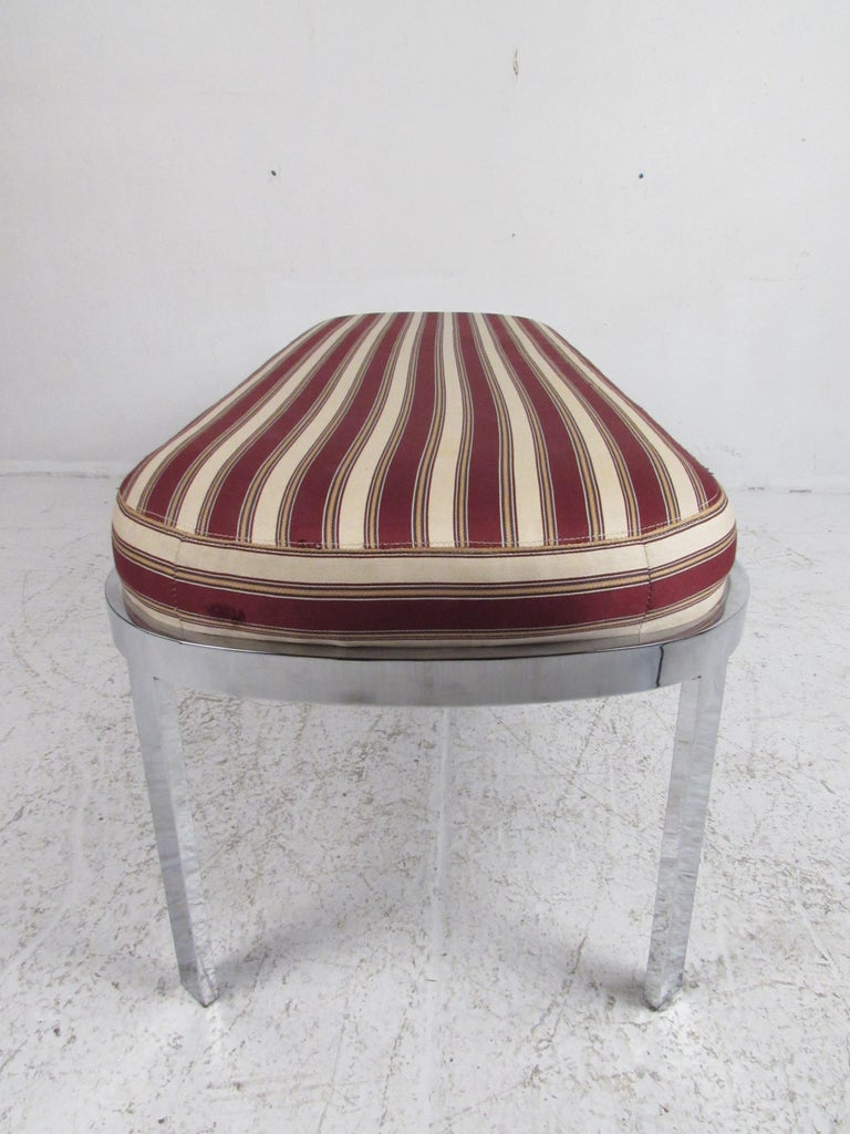 Contemporary Modern Upholstered Bench In Good Condition For Sale In Brooklyn, NY