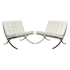Contemporary Modernist Knoll Mies Van der Rohe Pair Barcelona Chairs Chrome