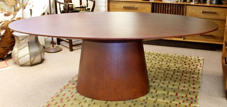 For your consideration is a stunning, oval shaped wood dining table, by Sullivan, circa the 1990s. In excellent condition. The dimensions are 84