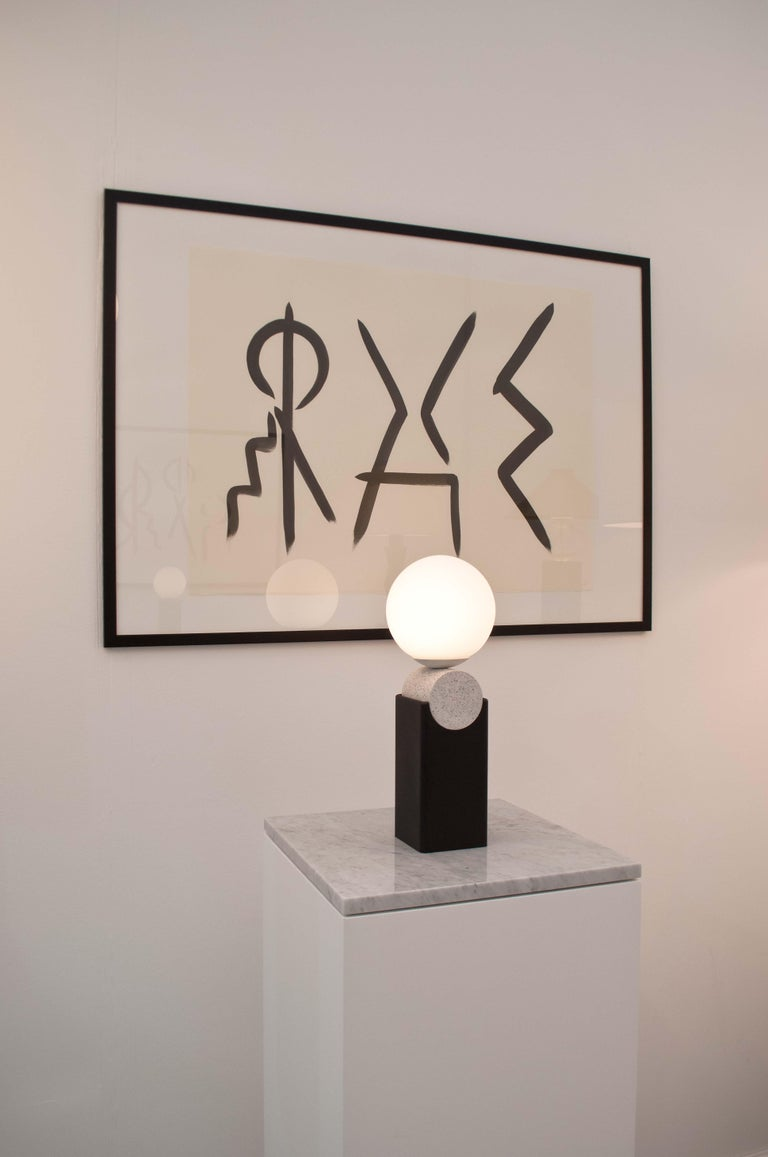 Contemporary Monument Lamp Circle V2 in Jesmonite, Steel and Glass For Sale 1