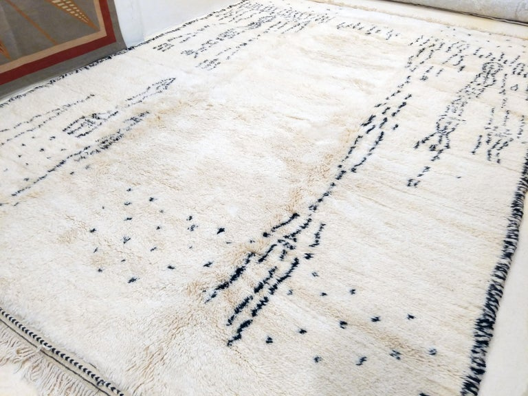 Given the fact that vintage Beni Ouarain Berber rugs are almost invariably found in specific formats, where the maximum width is about 200 cm (corresponding to 6 feet 6 inches), we were prompted towards developing a line of authentic Moroccan Berber