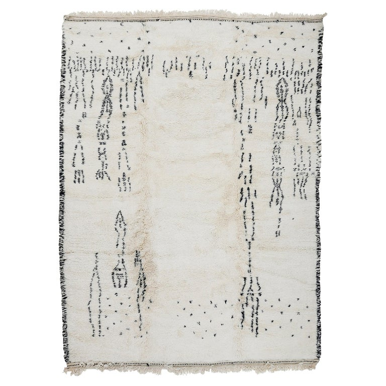 Contemporary Moroccan Beni Ouarain Berber Rug with Speckled Pattern For Sale