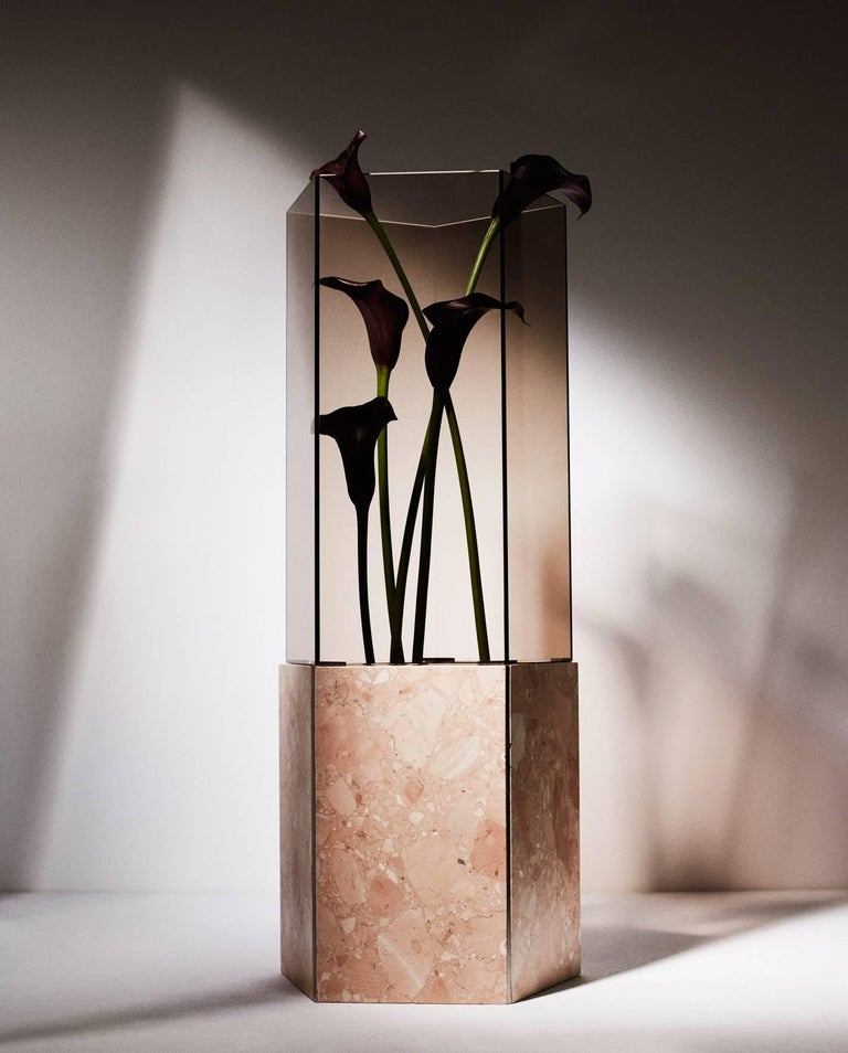 As part of the exhibition vases and vessels curated by Gianluca Longo at David Gill Gallery, Tino Seubert presented a new edition of Narcissus Vases made from Italian Terrazzo Rosa Perlino and Rosso Levante, polished stainless steel and smoked