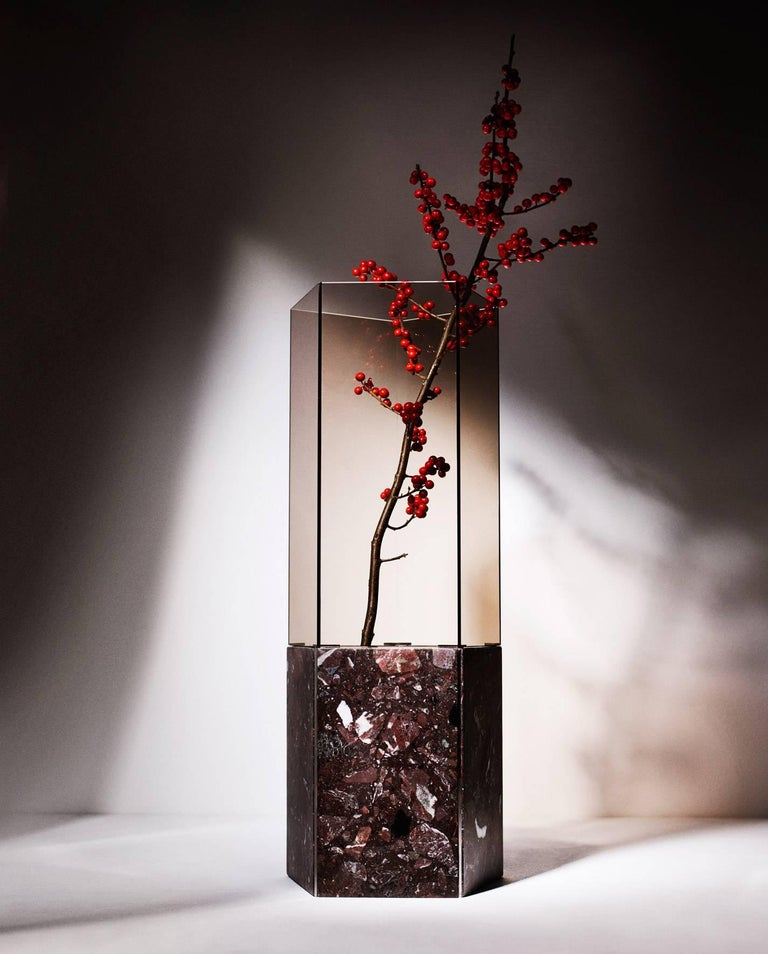 As part of the exhibition Vases & Vessels curated by Gianluca Longo at David Gill Gallery, Tino Seubert presented a new edition of Narcissus Vases made from Italian Terrazzo Rosa Perlino and Rosso Levante, polished stainless steel and smoked Parsol