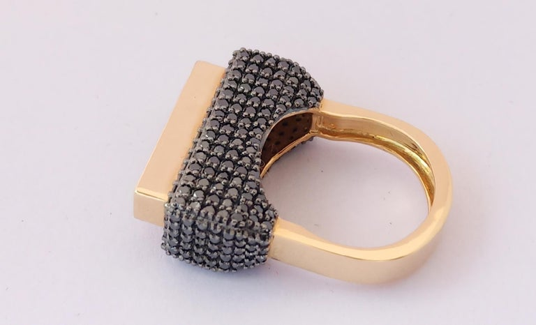 Contemporary One of a Kind Colored Diamond 18 Karat Yellow Gold Fashion Ring For Sale 5