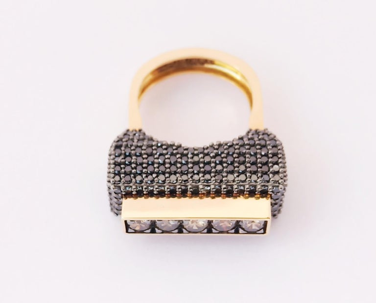 Contemporary One of a Kind Colored Diamond 18 Karat Yellow Gold Fashion Ring For Sale 2