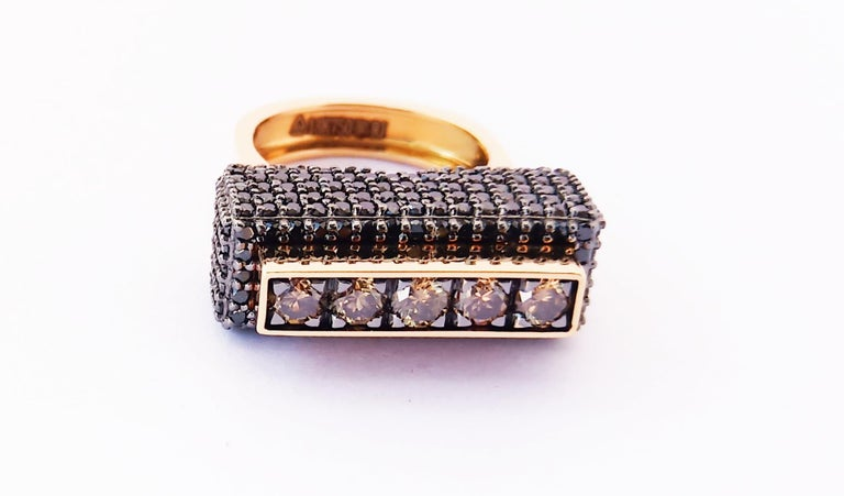 Contemporary One of a Kind Colored Diamond 18 Karat Yellow Gold Fashion Ring For Sale 4