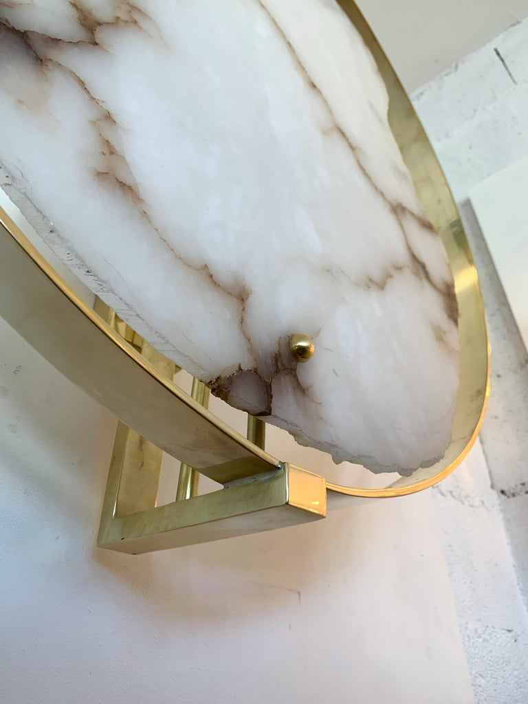 Contemporary Pair of Alabaster Circle Brass Sconces, Italy In New Condition For Sale In SAINT-OUEN, FR