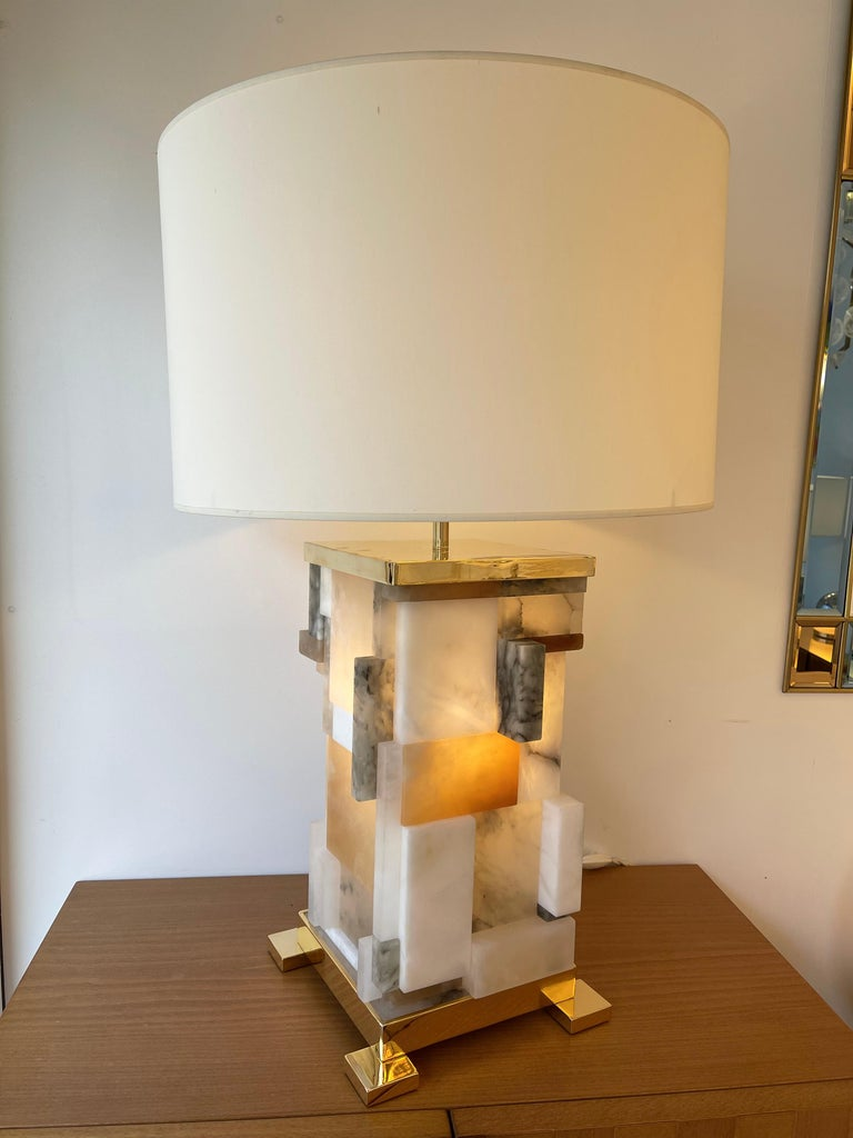 Mid-Century Modern Contemporary Pair of Alabaster Gilt Metal Cubismi Lamps by Cagianelli, Italy For Sale