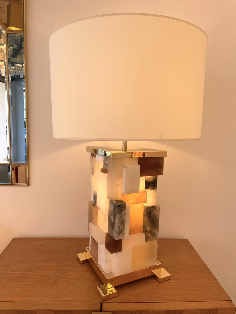 Italian Contemporary Pair of Alabaster Gilt Metal Cubismi Lamps by Cagianelli, Italy For Sale