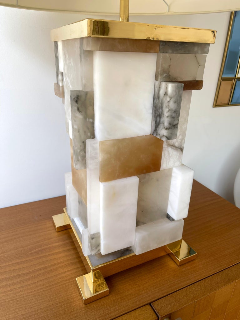Contemporary Pair of Alabaster Gilt Metal Cubismi Lamps by Cagianelli, Italy In New Condition For Sale In SAINT-OUEN, FR