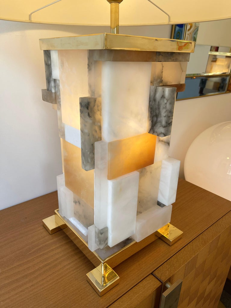 Contemporary Pair of Alabaster Gilt Metal Cubismi Lamps by Cagianelli, Italy For Sale 1