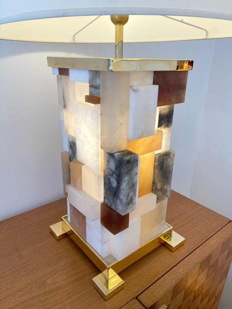 Contemporary Pair of Alabaster Gilt Metal Cubismi Lamps by Cagianelli, Italy For Sale 2