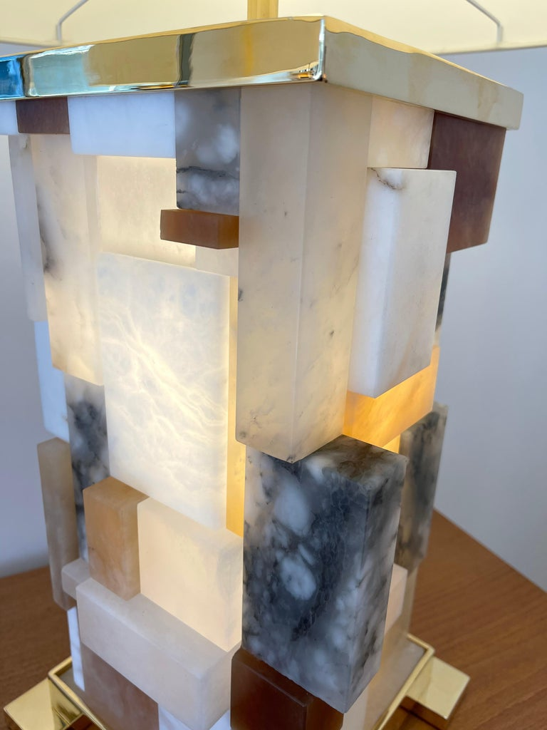 Contemporary Pair of Alabaster Gilt Metal Cubismi Lamps by Cagianelli, Italy For Sale 3