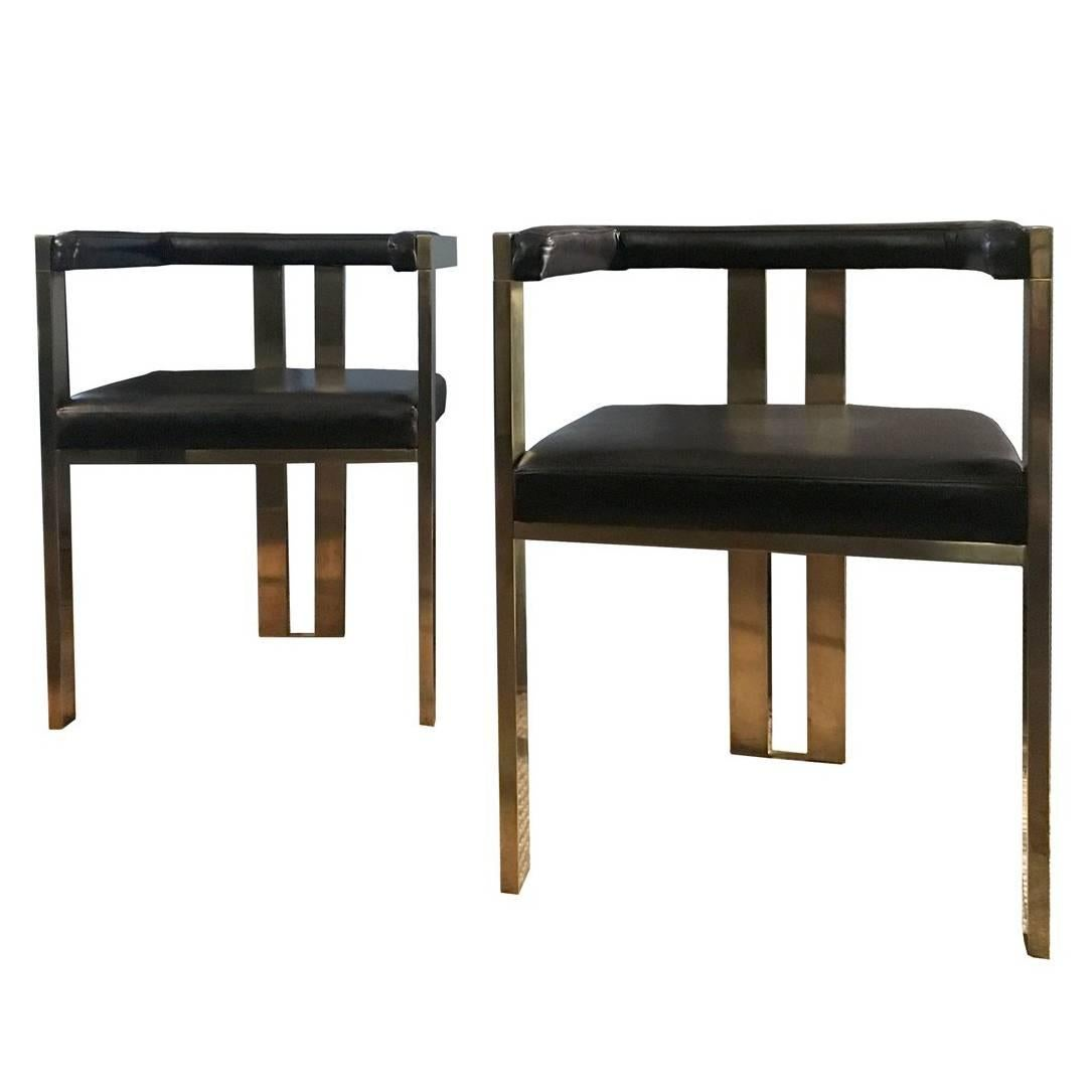 Contemporary Pair Of Italian Brass And Brown Leather Modern Style Dining  Chairs For Sale