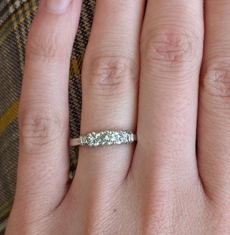 Contemporary Platinum Three-Stone Diamond Engagement Ring In Excellent Condition For Sale In Lexington, KY