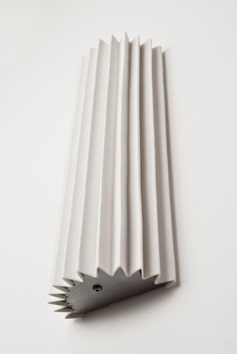 Contemporary Pleated Wall Light with Linen Shade off-white Handmade  In New Condition For Sale In London, GB