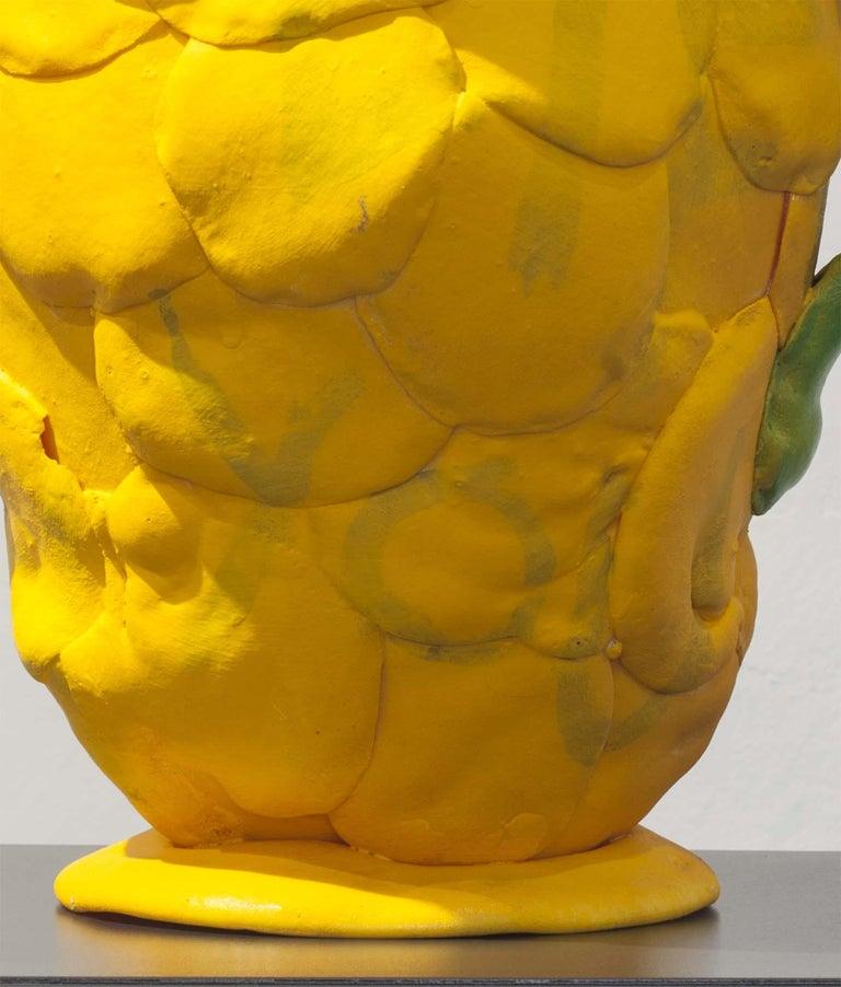 Zeitgenössische gelbe Vase, Polyurethanschaum 8