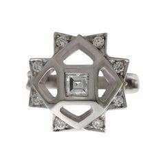 Contemporary Princess Cut Diamond 18 Karat Gold Engagement Fashion Ring