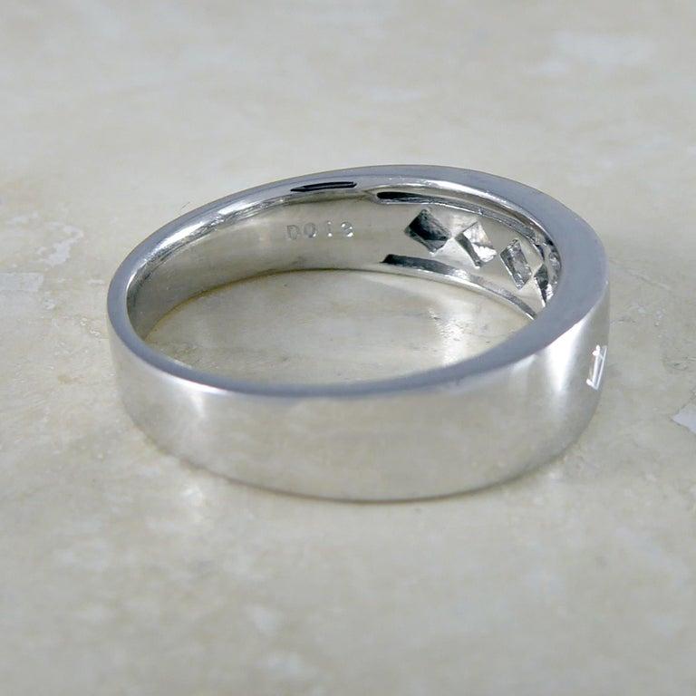 Modern Contemporary Princess Cut Diamond Ring, 18 Carat White Gold, Unworn For Sale