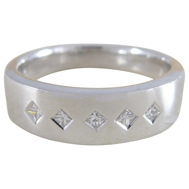 Contemporary Princess Cut Diamond Ring, 18 Carat White Gold, Unworn For Sale