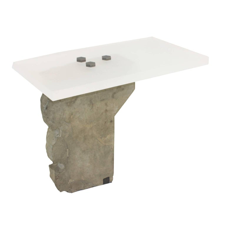 Contemporary Side Table in Stone by Gustavo Neves, Brazilian Design In Excellent Condition For Sale In Sao Paulo, SP