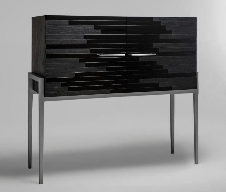 Vind is one of our 'social media hit' high-end furniture. Having had such a positive feedback on social media so soon, this cabinet manages to make its presence known even though its design features are both elegant and composed. Its modern shape