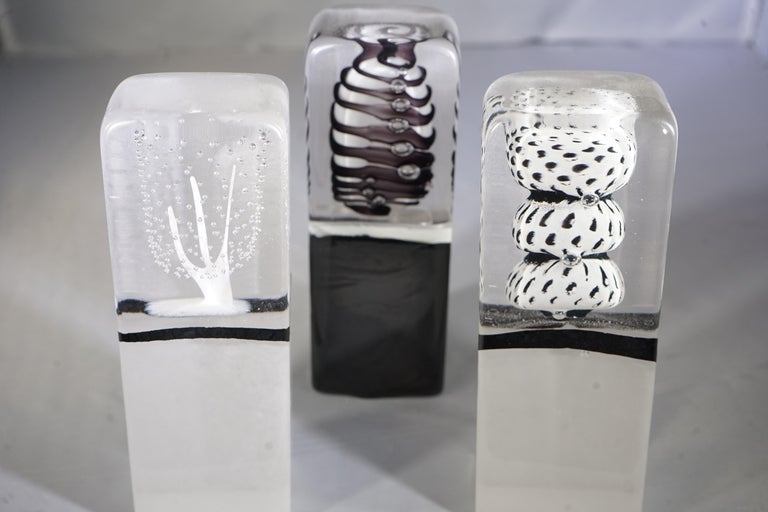 Contemporary small objet sculpture made of clear, white and black detailed blown glass from Paris, France.