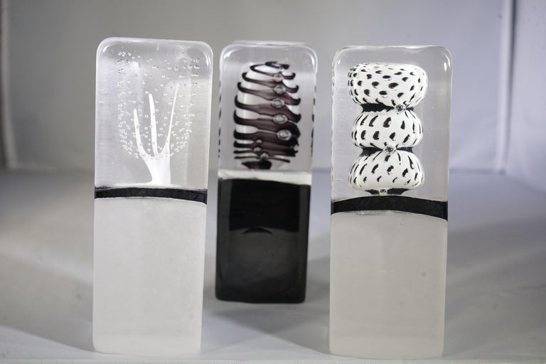 Contemporary Small French Clear, White and Black Blown Glass Objet Sculpture For Sale 3