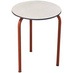 Zeitgenössischer Kleiner Tisch mit Oberflächenstruktur Bauhaus-Inspiriert