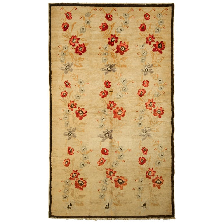 Contemporary Sparta Rug Beige Red Floral Pattern For Sale