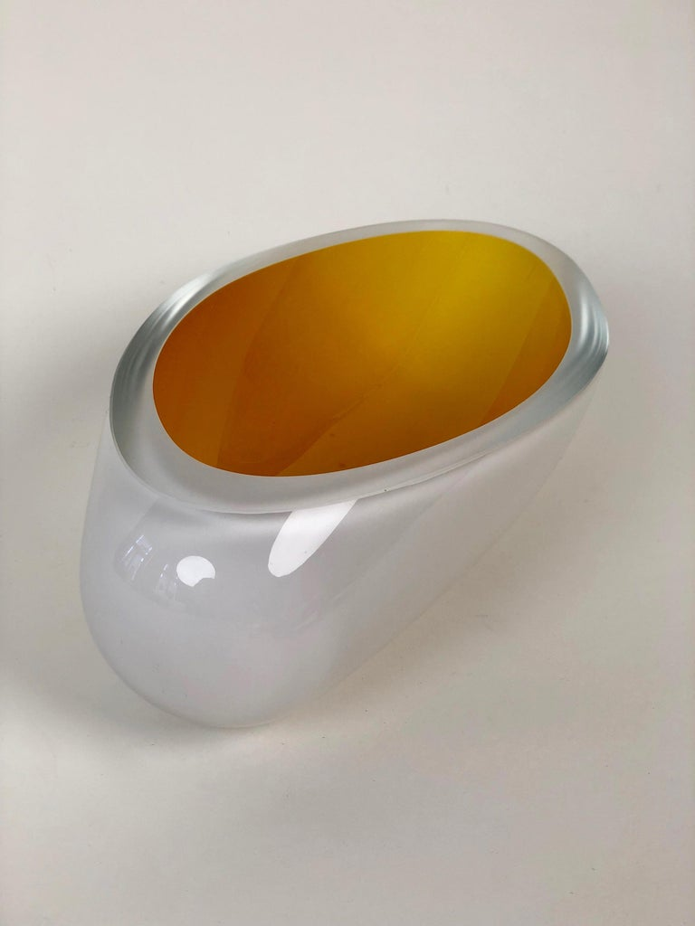 Contemporary Studio Glass Bowl Made in the Czech Republic After 2010 In Good Condition For Sale In Vienna, Austria