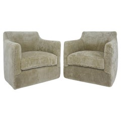 Contemporary Swivel Chair in Shearling