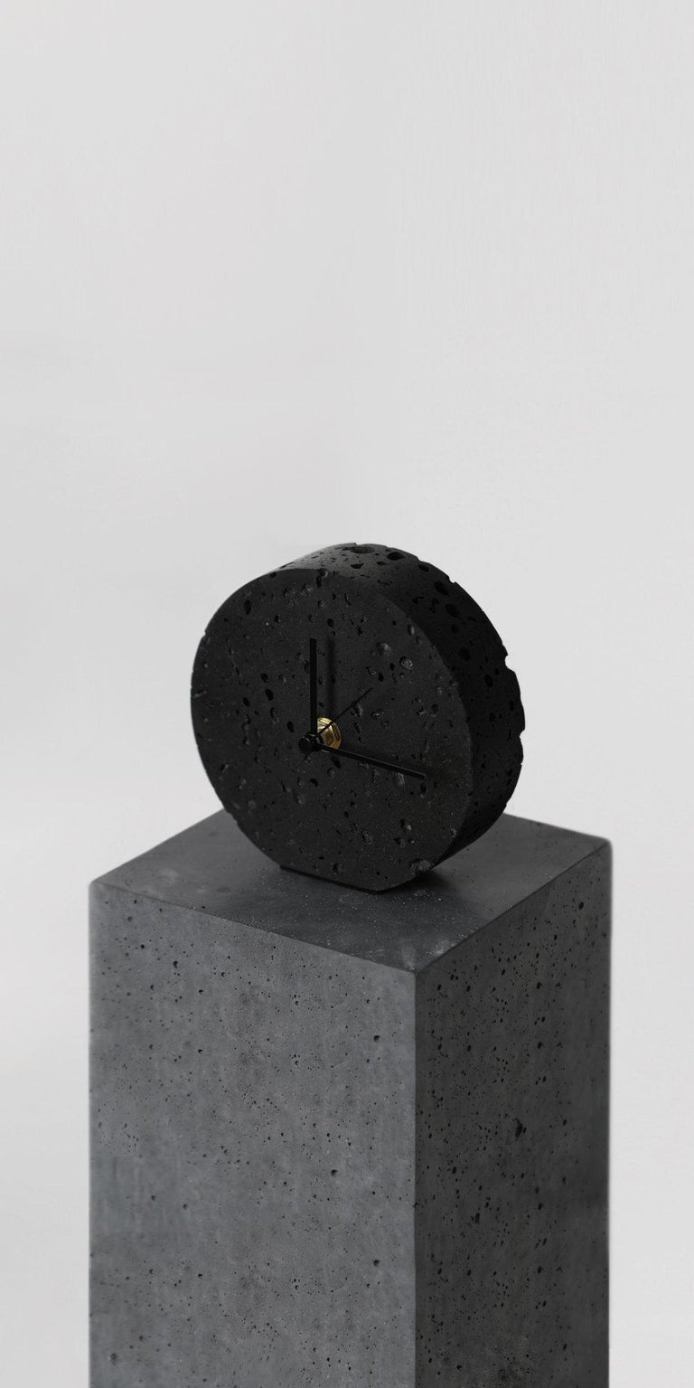 Table clock 'Moment' by Buzao x Bentu design.