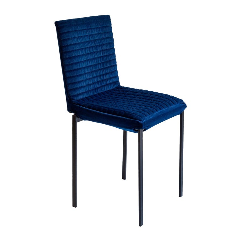 The 'Tanit Soft' chairs are available with an option that makes them unique objects in terms of richness and comfort: an upholstered and quilted cover of various colors that is put on the frame and fastened with a Velcro strap. The upholstered quilt